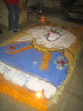 Tapis des morts au pantheon de Oaxaca, Mexique